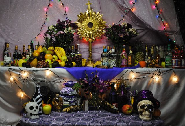 File:Haitian vodou altar to Petwo, Rada, and Gede spirits; November 5, 2010..jpg