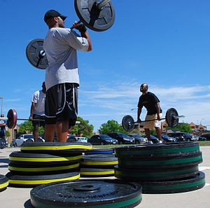 English: Olympic-style weight lifting training.