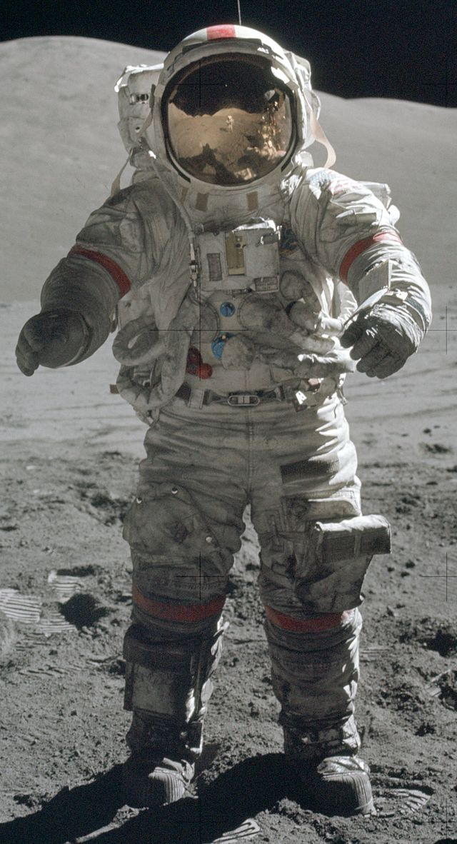 #12 How Did Apollo Moonwalkers Survive 200 F + Temps ...