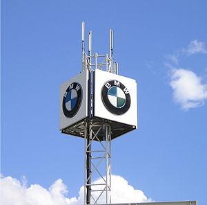 BMW Logo in Düsseldorf Hellerhof: Hans Branden...