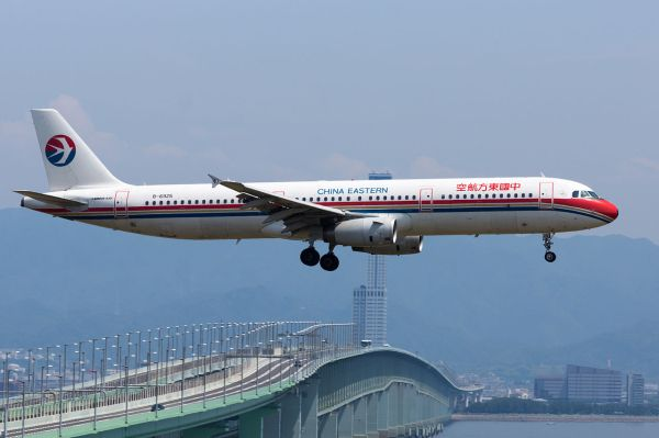 File:China Eastern Airlines, A321-200, B-6925 (18380037211 ...