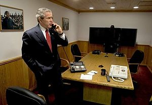 English: President George W. Bush speaks with ...