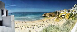 Praia em Albufeira, Portugal.