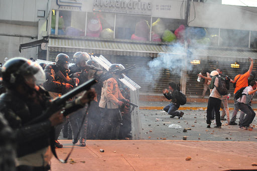 Tear gas used against protest in Altamira, Caracas; and distressed students in front of police line