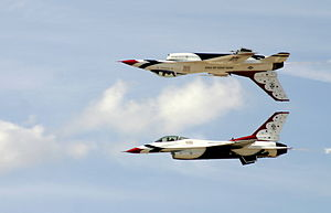 English: USAF Thunderbirds Demonstration Maneu...