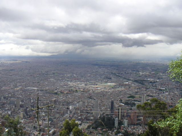 https://i1.wp.com/upload.wikimedia.org/wikipedia/commons/thumb/e/e3/Bogota_view_Monserrate.JPG/800px-Bogota_view_Monserrate.JPG?resize=639%2C479