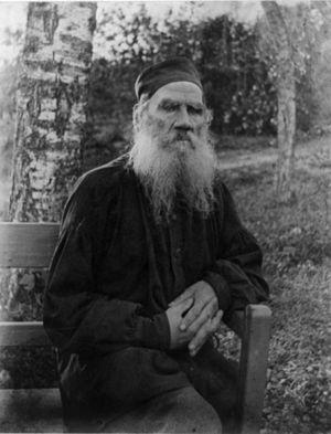English: Leo Tolstoy seated. Français : Léon T...
