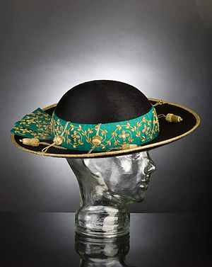 English: Saturno, Cappello Romano worn by an a...