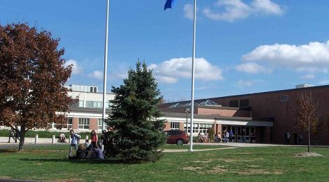 English: Avon High School, main entrance, Avon...