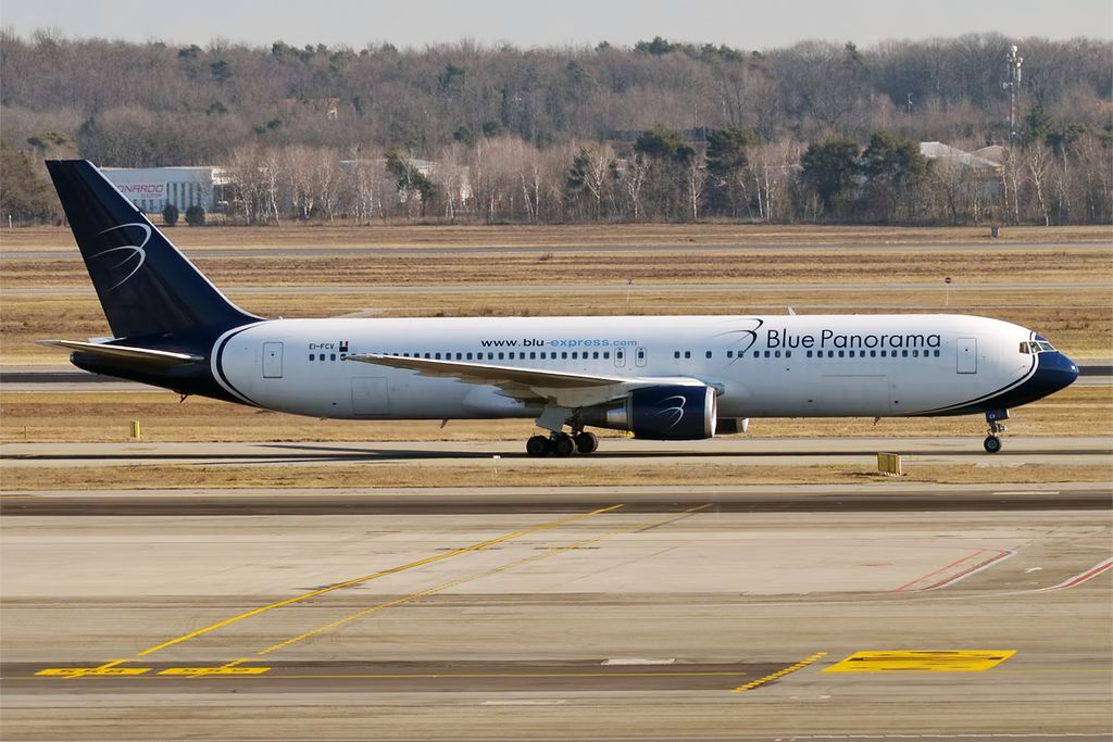 1024px-Blue_Panorama%2C_EI-FCV%2C_Boeing_767-3X2_ER_%2831874208263%29 Blue Panorama, diretto Milano-Santo Domingo