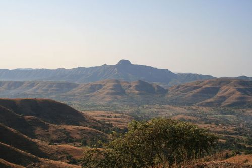 File:Kille Rajgad from Pabe Ghat.jpg
