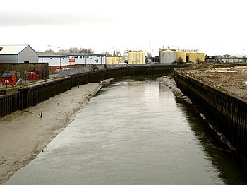 The River Hull southwards from Stoneferry Brid...