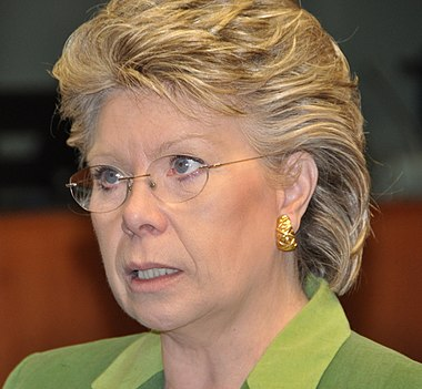 https://i1.wp.com/upload.wikimedia.org/wikipedia/commons/thumb/e/e4/Viviane_Reding.jpg/380px-Viviane_Reding.jpg