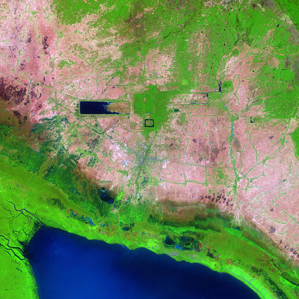 https://i1.wp.com/upload.wikimedia.org/wikipedia/commons/thumb/e/e5/Angkor_Ruins_from_Space.jpg/600px-Angkor_Ruins_from_Space.jpg