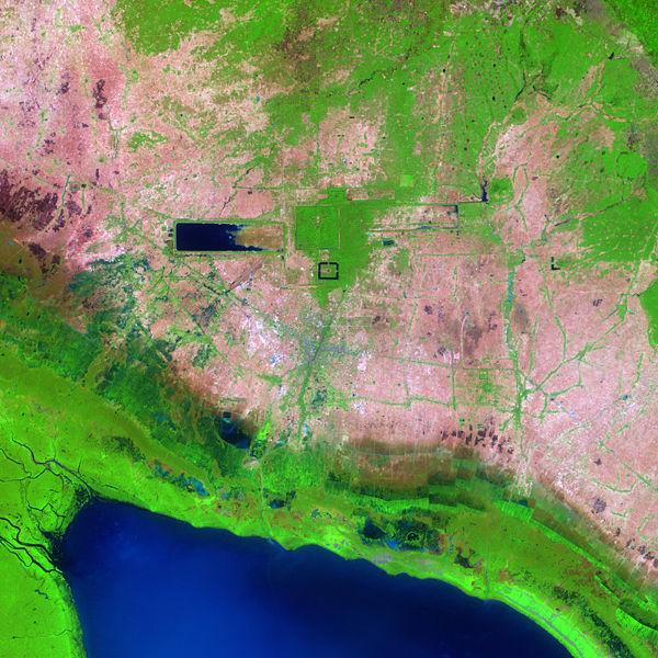 https://i1.wp.com/upload.wikimedia.org/wikipedia/commons/thumb/e/e5/Angkor_Ruins_from_Space.jpg/600px-Angkor_Ruins_from_Space.jpg