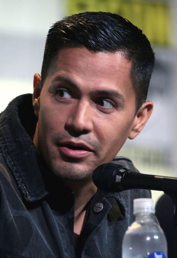 Jay Hernandez - Wikipedia
