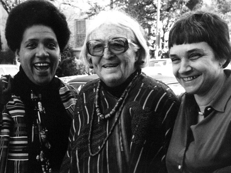 Audre Lorde, Meridel Lesueur y Adrienne Rich en 1980 en Austian, Texas (foto: K. Kendall).