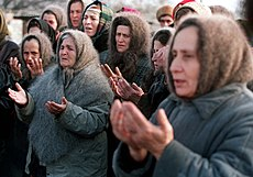 Evstafiev-chechnya-women-pray.jpg
