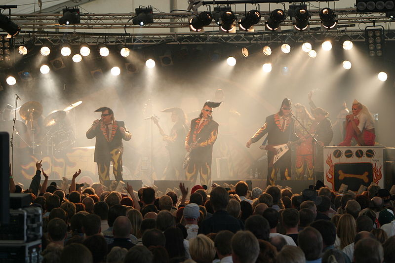 "//upload.wikimedia.org/wikipedia/commons/thumb/e/e6/Leningrad_Cowboys_Vihre%C3%A4t_Niityt_musiikkitapahtumassa_2005.jpg/800px-Leningrad_Cowboys_Vihre%C3%A4t_Niityt_musiikkitapahtumassa_2005.jpg"" cannot be displayed, because it contains errors."