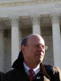 https://i1.wp.com/upload.wikimedia.org/wikipedia/commons/thumb/e/e6/Michael_ratner2.jpg/200px-Michael_ratner2.jpg