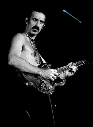 English: Frank Zappa, © 1977 Mark Estabrook. 1...