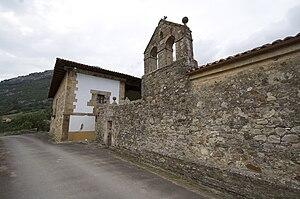 Lateral y espadaña de la capilla de la Casa de...