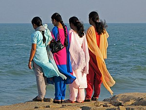 English: Young women looking at the Bay of Ben...