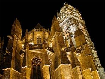 Notre Dame de Rodez illuminée telle qu'elle es...