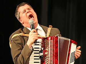 Daniel Handler singing and accompanying The Go...