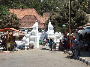 English: Entrance to tomb of Sunan Gunung Jati...
