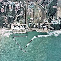 https://i1.wp.com/upload.wikimedia.org/wikipedia/commons/thumb/e/e8/Fukushima_I_NPP_1975.jpg/200px-Fukushima_I_NPP_1975.jpg