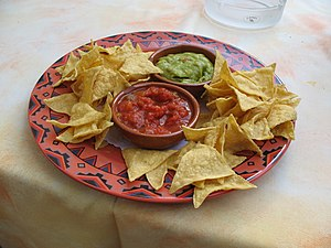 Deutsch: Tortilla-Chips, salsa, und guacamole ...