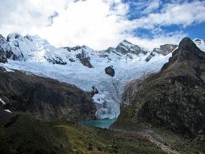 Español: Glaciar Arhuay ubicado en el centro d...