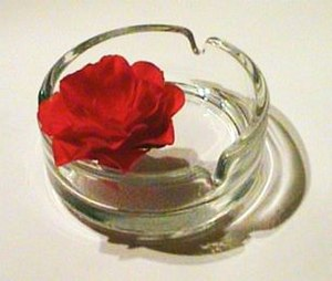 English: An ashtray with a rose, Logo of the W...