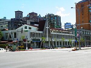 中文(繁體): 台北衛理堂,地址:10653 臺北市大安區新生南路一段113號。