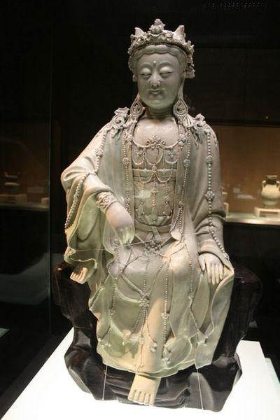 File:Yuan porcelain buddha.JPG