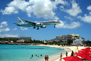 English: American Airlines Boeing 757 on final...