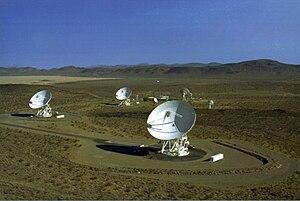 English: Three 34m (110 ft.) diameter Beam Wav...