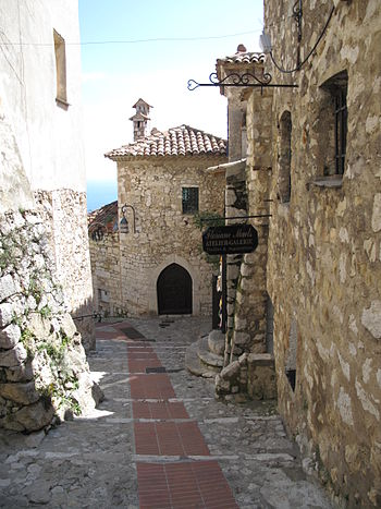 English: Old street in Eze (France) Français :...