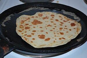 English: Pancake in frying pan.