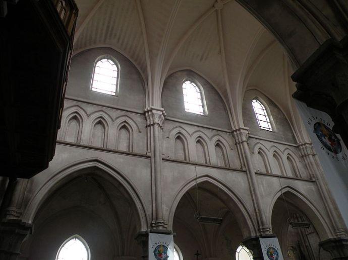 Fichier: Triforium Église Saint-Étienne de Wignehies.JPG