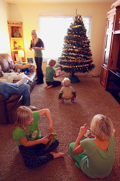 File:Children in Family Room with New Holiday Christmas Tree - Photo by D. Sharon Pruitt.jpg