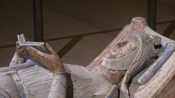 Effigy of Eleanor of Aquitaine in the church of Fontevraud Abbey (Photo by Adam Bishop, 2011; used through a Creative Commons license)