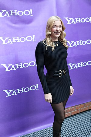 English: LeAnn Rimes vogues for the cameras