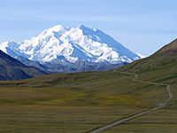 Mount McKinley e Denali National Park Road 2048px.jpg