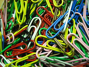 English: A bulk of paper-clips in several colo...