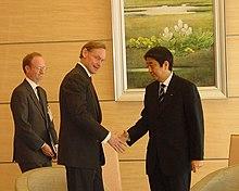 Shinzō Abe (right), as Chief Cabinet Secretary, meets with U.S. Deputy Secretary of State Robert Zoellick in January 2006.