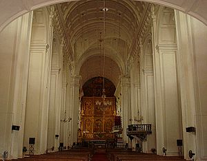 English: Interior of Goa Cathedral, India