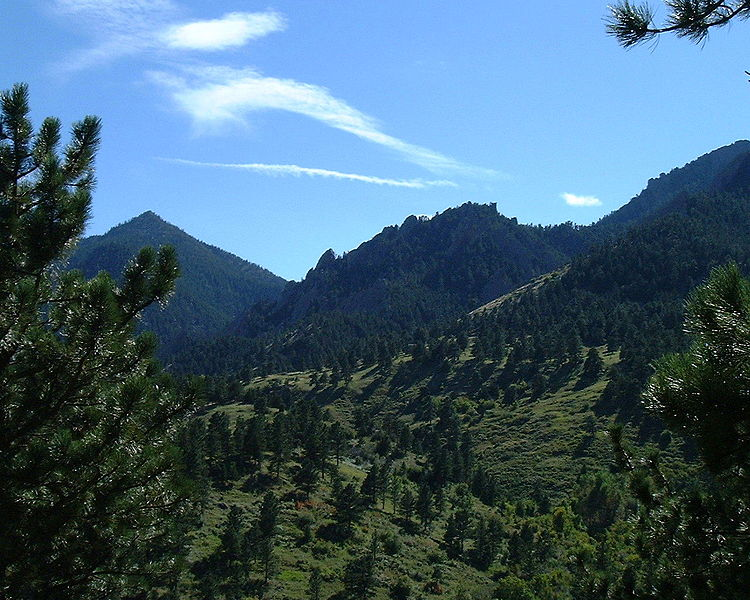 File:Green mountains.JPG