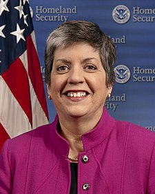 https://i1.wp.com/upload.wikimedia.org/wikipedia/commons/thumb/f/f1/Janet_Napolitano_official_portrait.jpg/225px-Janet_Napolitano_official_portrait.jpg